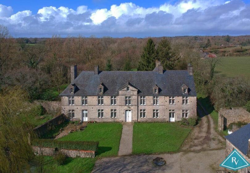 Petit château bien rénové