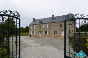 Maison en pierres de 235 m² avec beau terrain