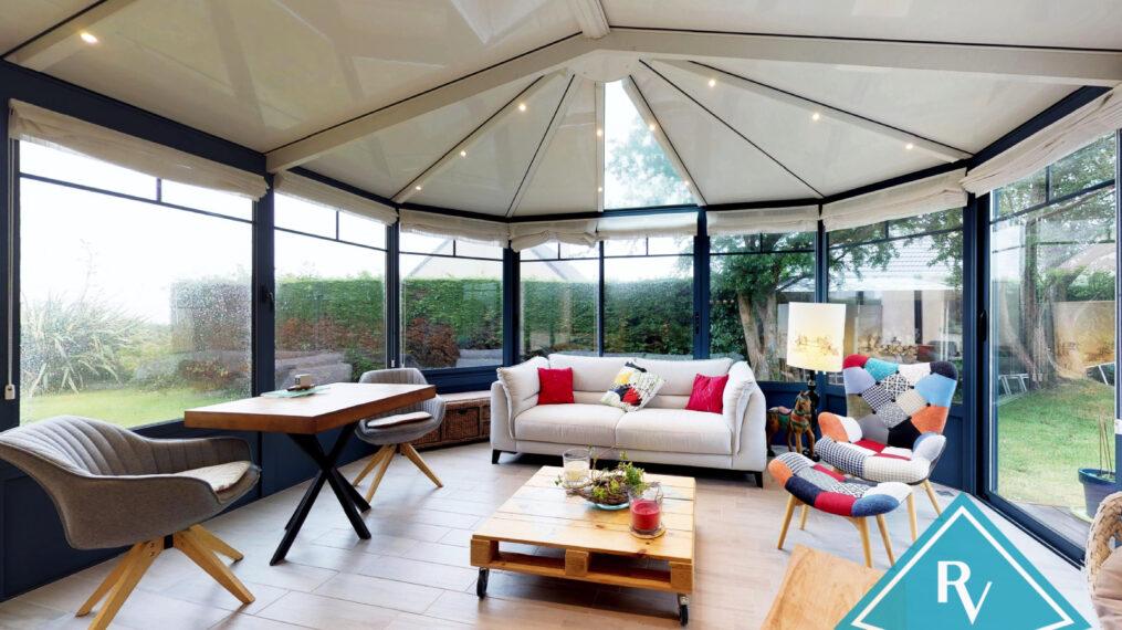 Maison contemporaine avec garage et jardin