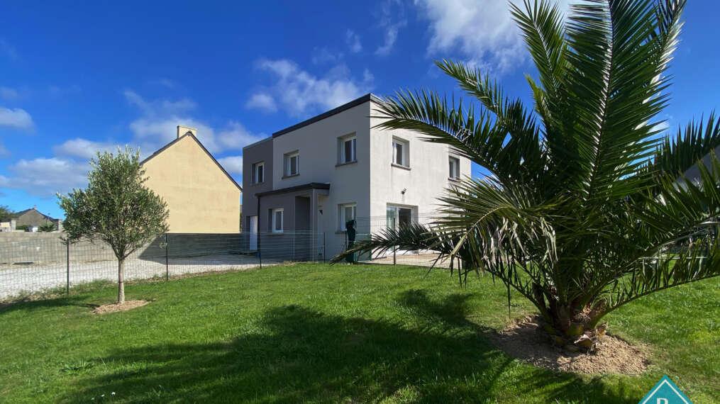 Maison cubique avec jardin